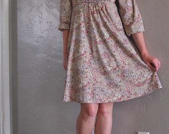 Vintage 1970s Long-Sleeved Floral Dress (Size M)