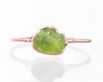Peridot Ring, Rose Gold August Birthstone, Raw Stone Ring, Raw Peridot Ring, Raw Gemstone Ring, Dainty Ring, Green Stone Ring, Pink Gold