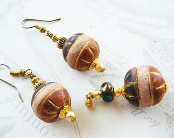 Set of earrings and pendant in old Pink Clay beads, gold