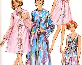 Peignoir and Nightgown Pattern Simplicity 9073 Women's Size 10 Vintage 70s Bridal Trousseau