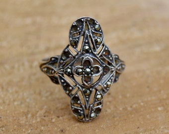 Vintage Beautiful Antique Sterling Silver Marcasite Ring . Size 7 . Filigree