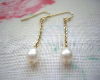 Simple pearl earrings, Pearl chain earrings, Gold pearl earrings, Gift under 20, Gold chain, Minimal jewelry, Bridesmaid gift, Clip on