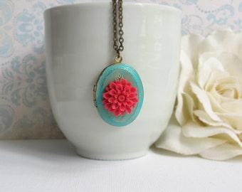 Rote Chrysantheme Grünspan Patina ovalen Medaillon. Schäbige schicke Medaillon. Geheimfach, Versteck, Foto/Schmuckstück Medaillon Antik Halskette