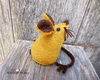Handmade felt mouse, mouse pincushion, small stuffed mouse, felt mouse, stocking stuffer, felt stuffed animal, felt animal gift