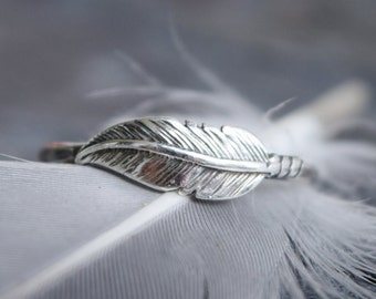 Sterling Silver Feather Ring, Unique Wedding Ring, Hammered Band, Bohemian Stacking Ring, Girlfriend Gift, Handmade, Mothers Day Gift