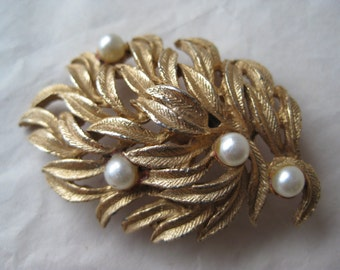 Gold Leaves Pearl Brooch Vintage Pin Roma