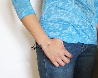 Bracelet infini pompon, violet pompon Bracelet, petit pompon Bracelet, cadeau pour elle