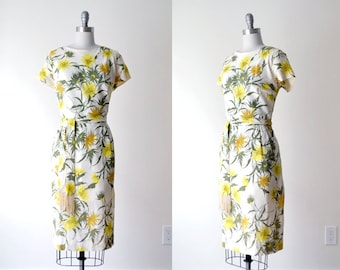 60 floral dress. 60's white dress. yellow print dress. xl. flower dress. 1960's crepe dress.