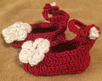 Baby shoes / infant shoes / crochet baby shoes / baby girl shoes / crochet baby girl shoes / ballet slippers / red shoes / knitted baby shoe