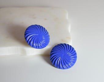Vintage Blue Plastic Circle Swirl Earrings // Vintage Earrings