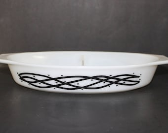 Vintage Pyrex Barbed Wire Divided Casserole Dish