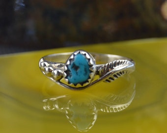 Navajo crafted sterling silver ring with one free form turquoise stone 5.5