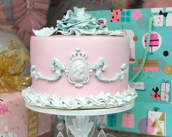 """fake faux cake """"Othelda"""""""