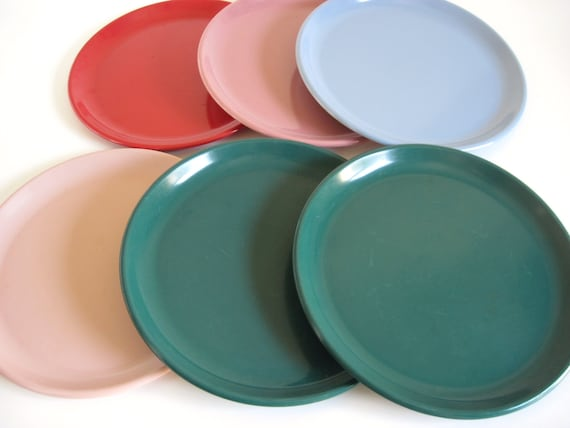 50. ? & Rubbermaid Dishes: Dinner Plates 3840 Luncheon Plates 3838
