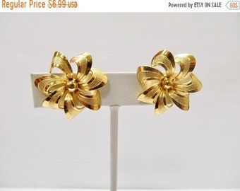 On Sale Vintage Textured Floral Earrings Item K # 1197