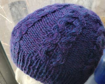 Hugs and kisses cable head hugger hat