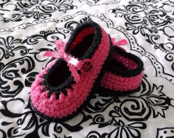Crocheted Baby Girl Booties Hot Pink and Black Baby Booties Baby Girl Mary Janes Crocheted Mary Janes