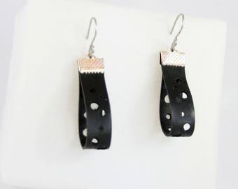 Earrings geometrically inspired in inner tube (openwork band).