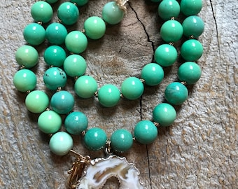 Chrysoprase and agate slice pendant necklace