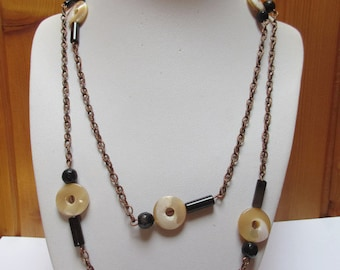Mother of pearl and agate necklace / Boho necklace / Agate and shell necklace / Shell and black and brown agate necklace / Long necklace