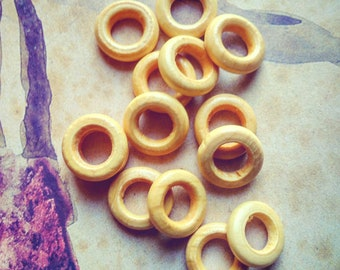 Set rings made of varnished wood, 15mm