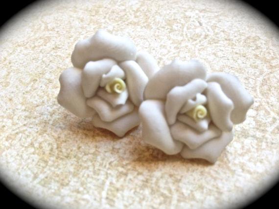 White rose earrings: polymer clay rose earrings, rose earrings, polymer clay floral earrings , white roses