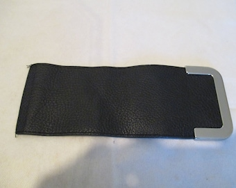 closure of bag faux leather with a snap