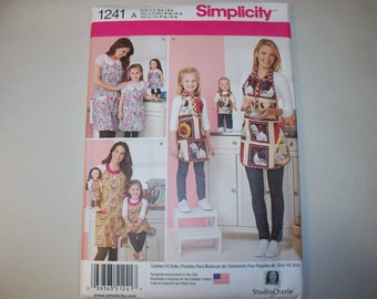 New Simplicity Apron Pattern 1241, Mommy, Me and Dollie (Free US Shipping)