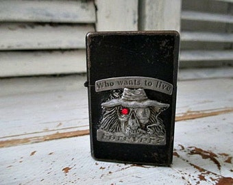 "UNuSuaL BLaCK ViNTaGe LiGHTeR - ""Who Wants to Live Forever"" Skull Hippie"