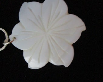 carved shell flower pendant necklace
