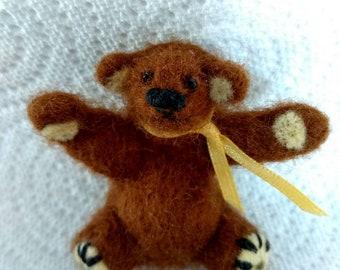 Bear needlefelt, Miniature bear, Mini best, Tiny teddy. Tiny bear, Miniature teddy bear, Needlefelt bea,  Brown bear, Bear gift.