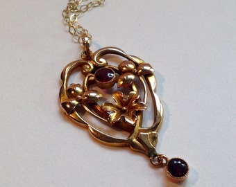 Edwardian 9ct gold and garnet pendant