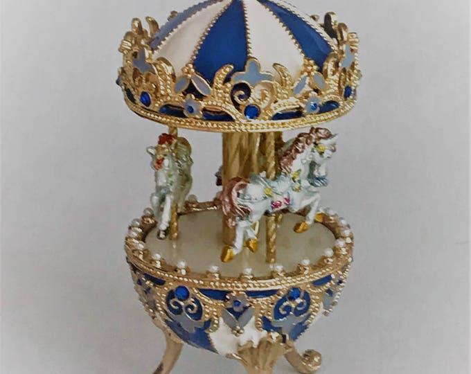 Carrusel Musical Azul  con Caballos Reales blancos hechos a mano.