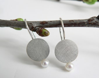 Silver earrings with cultures pearls