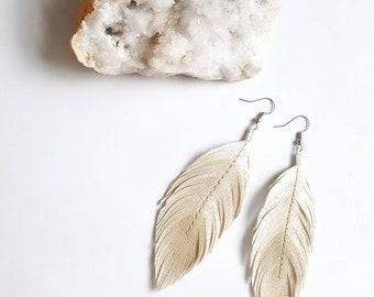 Bridal Feather Earrings, White Earrings, Pearl Earrings Long Feather Earrings, Boho Chic Feathers, Vegan Earrings, Bridesmaids Earrings