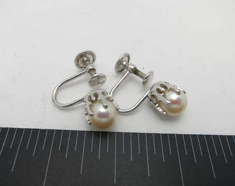 Cultured pearl earrings White gold filled Screw on