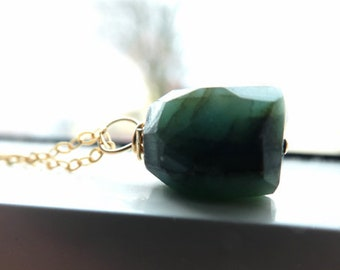 Emerald gemstone pendant - Green stone gemstone necklace -Gold filled pendant- Women jewelry gift- Trendy dainty necklace-Fashion jewelry