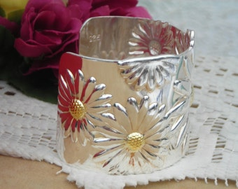 Bright huge marteled Silver Plated DAISY/SUNFLOWER cuff bracelet 925 stamped.