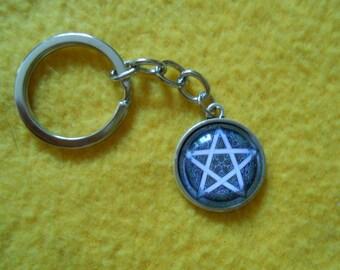 Grey pentagram key chain