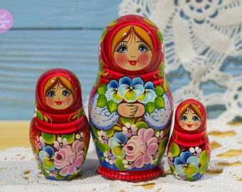 Miniature nesting doll, Gift for friend, Russian matryoshka, Cute gift for her, Wooden hand painted babushka, Gift for woman, Stacking dolls