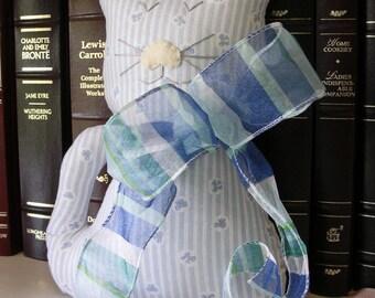 Bleu blanc peluche chat - tissu rayé Kitty coussin - décoration chat - chat amoureux cadeau - décoration