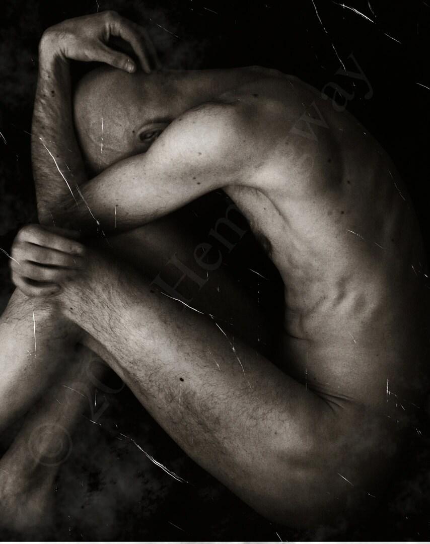 nude-male-fine-art-nude-amatuer-in-kitchen