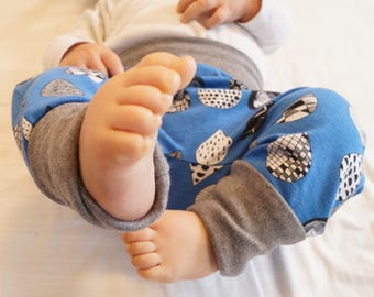 size 3 months to 12 months: baby harem pants / blue harem pants and rain drops printed bio Jersey. Mixed