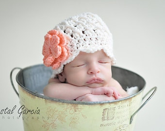 Textured Ivory Flapper Hat with Peach Flowers, 3-6 months baby girl crochet hat, photo prop for baby girl, cotton hat, baby girls hat