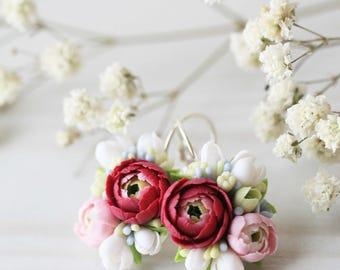 Earrings with miniature flowers