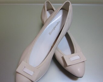 1950's Kerrybrooke by Sears cream Flats