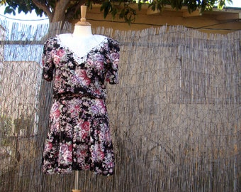 Vintage 80s / Floral / Lace Bib / Puffed Short Sleeve / Day Dress / SMALL