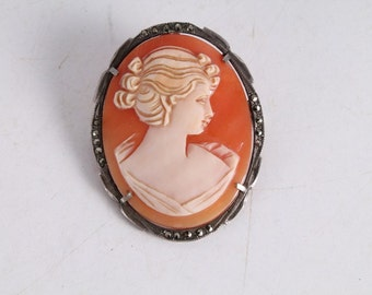 Antique Old Carved Cameo Brooch Pendant in Silver Mount.