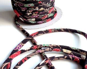 cords Japanese 4.5 mm, Chirimen, flowers, black (2004)