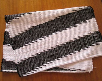Handmade woven placemats | Black and white placemats | Set of 2 | Home decor | Kitchen decor |